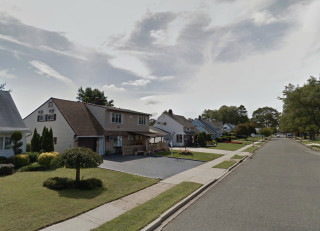 Levittown,-New-York,-U.S.A.-(40.737437,-73.515358)